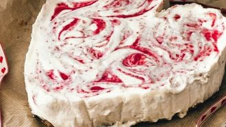 recept witte chocolademousse taart met frambozen en aardbeien