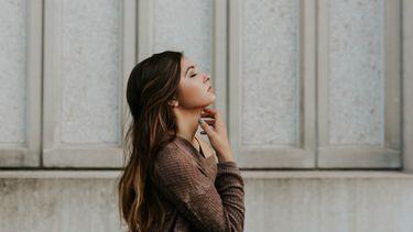 meisje met lang haar (haarstijl sterrenbeeld)
