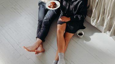 eerste date / ontbijten op de grond