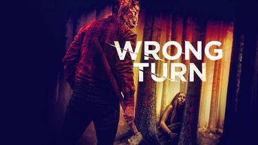 meisje in bioscoopzaal alleen (wil je zien: de remake van de horrorfilm Wrong Turn)