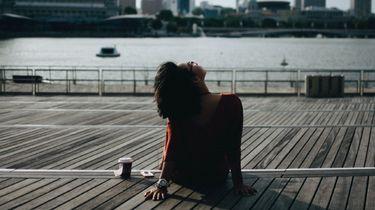 Denkend meisje (terug naar ex vragen)