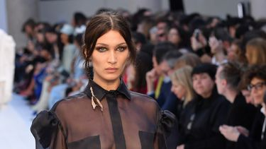 Bella Hadid met curtain bangs - beautytrends