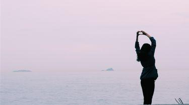 zonsondergang met meisje (onzekerheid)