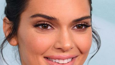 Kendall jenner wenkbrauwen