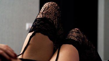 vrouw met jarretels (de leukste lingerie voor Valentijnsdag)