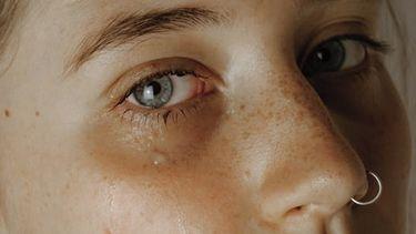 vrouw die huilt
