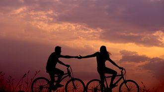 stelletje op fietsen (liefde sterrenbeelden februari venus)