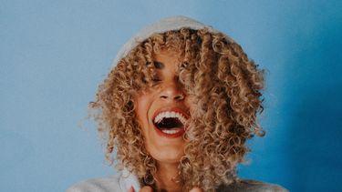 tanden en mond door geel papier (3x tips hoe je witte tanden krijgt)