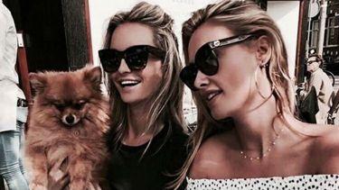 hond adopteren: twee vrouwen met een hond