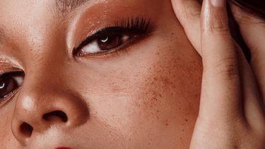 neus contouren / opgemaakte vrouw