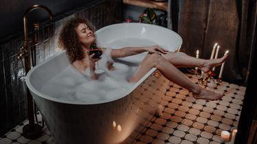 spa / meisje in bad