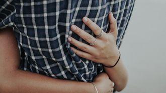 intimiteit koppel knuffel