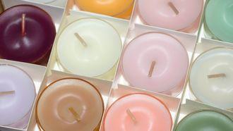 Verschillende kleuren theelichtjes (geurkaars)