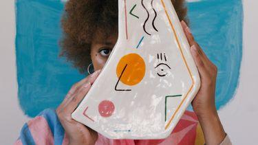 knutselen / meisje met kunstwerk