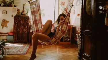 Meisje in hangmat (samenwonen)