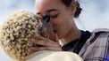 vrouwen kussen elkaar