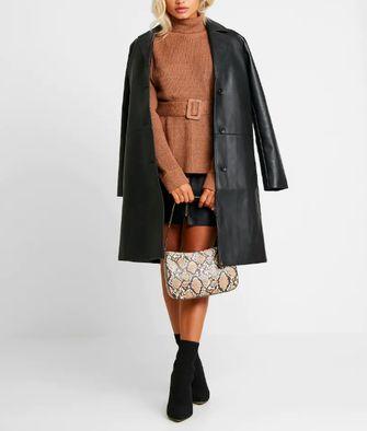 lange leren jas is een van de jaren '90 modetrends