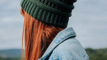Meisje met rood haar (haarkleuren herfst)